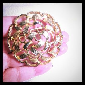 Jewelry - Gold Tone Open Ribbon Design Brooch Pin